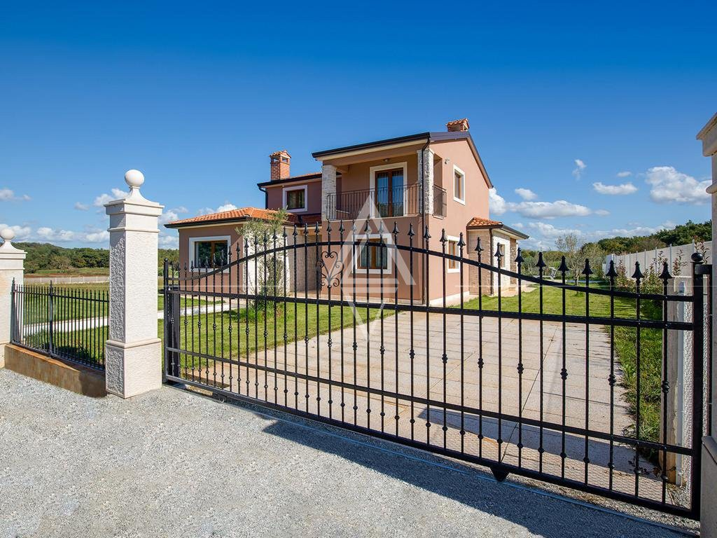 Beautiful Villa in a Quiet Place near the Sea with a View of Nature
